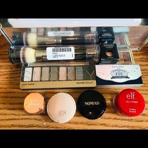 Make up lot . Brush, eyeshadows,Bronzer ect